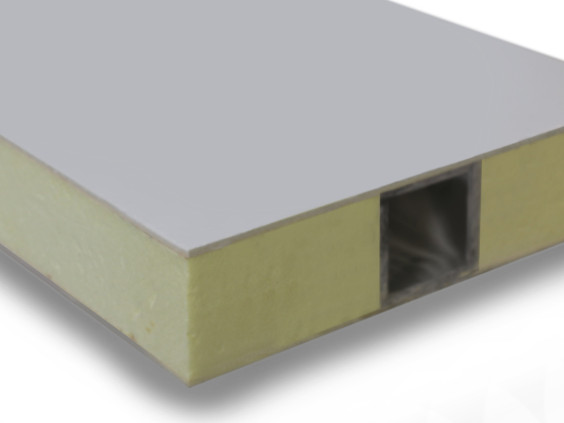 PVC コアを含む複合材サンドイッチパネル